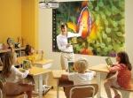 Ekran projekcyjny i projektor do edukacji, jak wybrać?