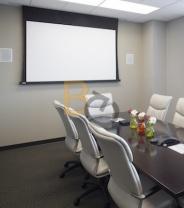 Jak wybrać ekran projekcyjny do sali konferencyjnej ?